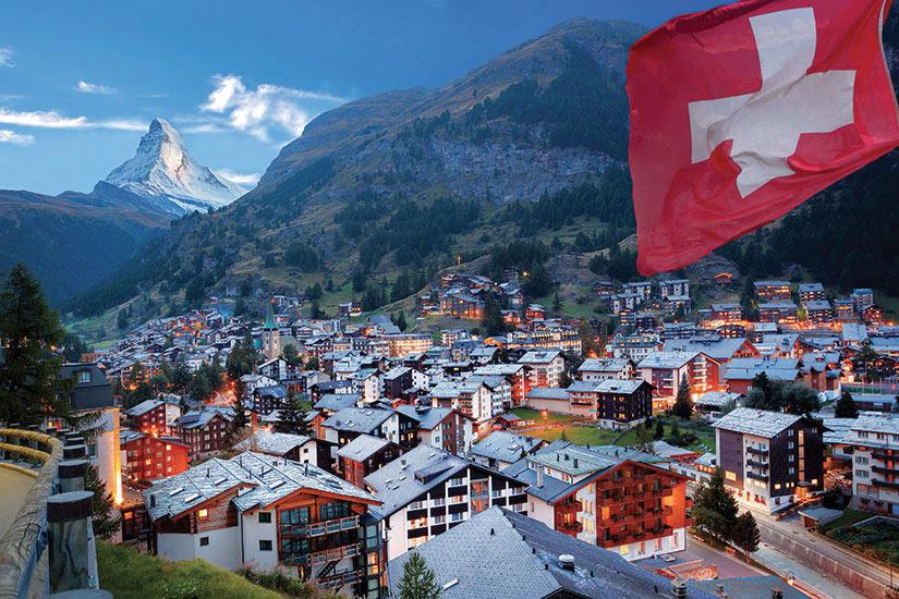 https://images.salaun-holidays.com/(Image)-image-Suisse-Zermatt-Le-sommet-du-Matterhorn-61-fo_90778424-09032017.jpg